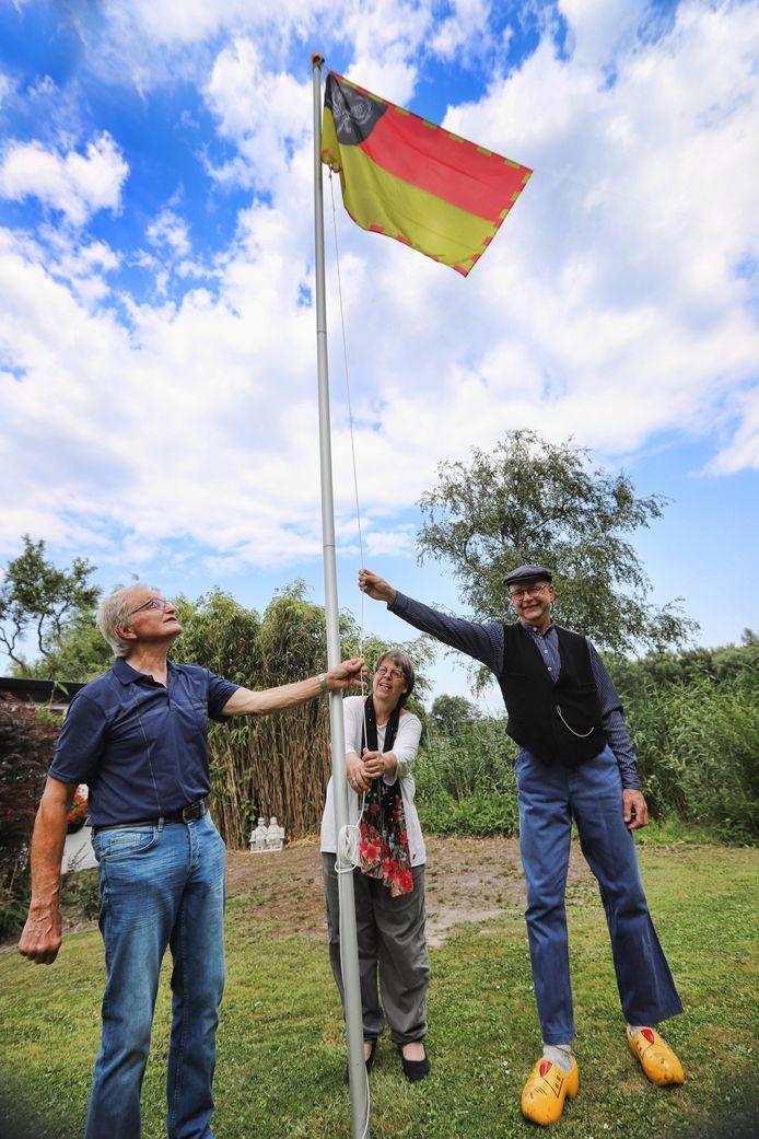 De vlag uit 1938 is weer in ere hersteld.