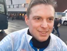 Willem II-fan fietst 255 kilometer naar Emmen voor het goede doel én om zijn ploeg aan te moedigen