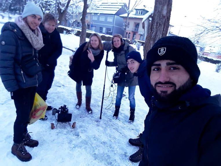 De filmcrew en de broers in Bosnië en Herzegovina.  Beeld Het Parool