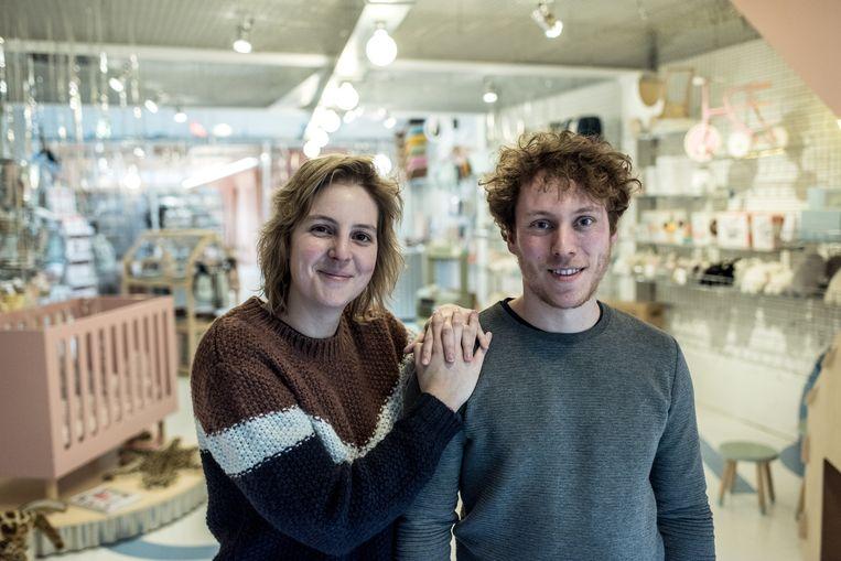 Griet Vandermeersch en Jan Lefevre openden twee weken geleden in Kortrijk hun winkel MOMO - een webshop en fysieke winkel ineen.  Beeld Tine Schoemaker
