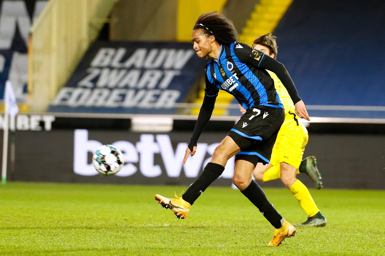 Tahith Chong, huurling van Manchester United, maakte zijn debuut voor Club.Chong leidde twee doelpunten in en werkte finaal er ook eentje zelf af. Van een fijne kennismaking gesproken.  Beeld Photo News