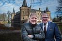 René en Willy van de Kerkhof bij het kasteel in Helmond.