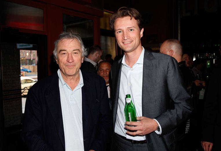 Dolf van den Brink in 2010 met acteur Robert de Niro op het Tribeca Film Festival in New York. Van den Brink is dan baas van Heineken USA. Beeld Getty Images for Heineken