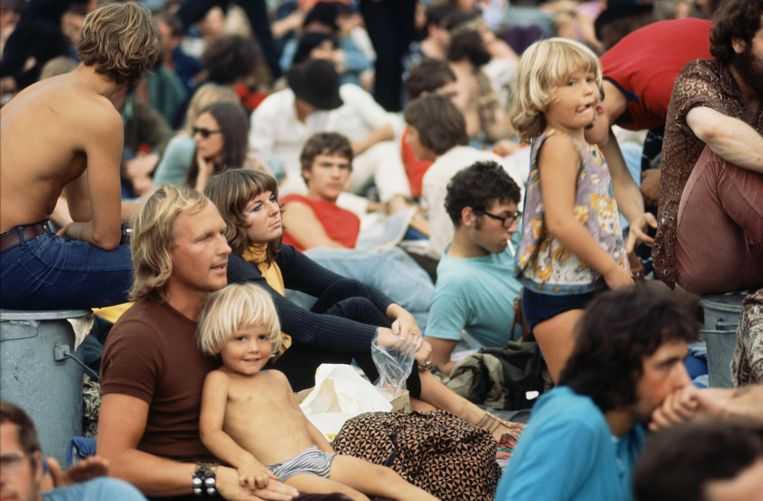 Publiek op het popfestival Kralingen in het Rotterdamse Kralingse Bos, deze maand vijftig jaar geleden. Beeld Hollandse Hoogte / Maria Austria Instituut