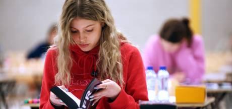 Leerlingen Van Maerlant hoeven wiskunde-examen toch niet over te doen van demissionair minister Slob