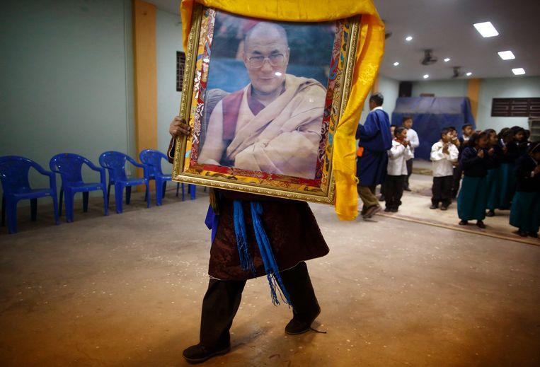 Portret van de Dalai Lama,  de Tibetaanse geestelijk leider in ballingschap. Beeld REUTERS