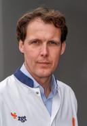 Martijn Lutke Holzik, opleider tropenartsen ZGT