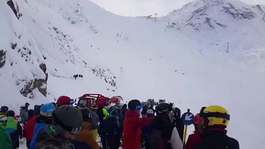 Met man en macht werd er gisteren gezocht naar twee Nederlandse wintersporters die in een lawine terecht waren gekomen.