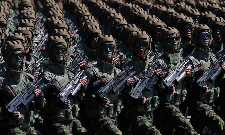 Noord-Korea toonde zijn militaire macht tijdens een parade zondag in Pyongyang. Beeld Reuters