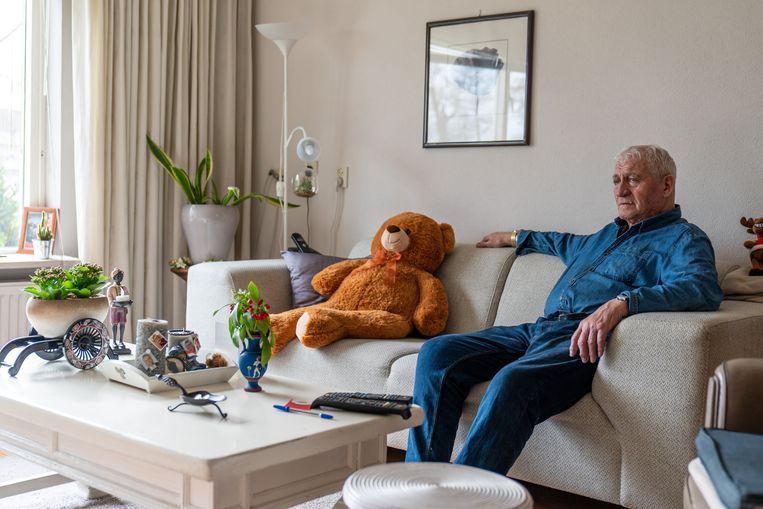 Hoge Gezondheidsraad waarschuwt voor psychosociale impact van pandemie: ouderen krijgen te maken met sociaal isolement.