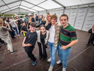 Livemuziek, iconische festivalbandjes en hamburgers à volonté: GO! Next Hotelschool Hasselt viert nieuw schooljaar met 'minifestival'