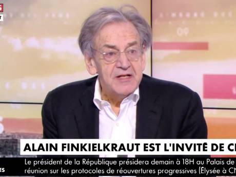 En roue libre, Alain Finkielkraut réalise qu'il est à l'antenne cinq minutes après le début de l'émission