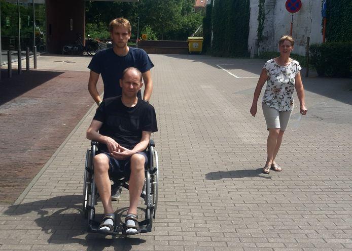Zoon Tim en mama Kathleen getuigen in de documentaire over vader Geert die lijdt aan jongdementie.
