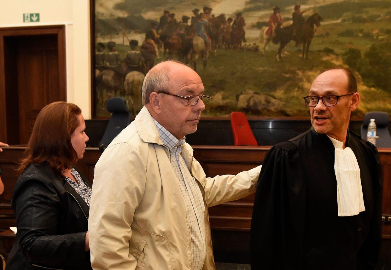 Christian Van Eyken en zijn partner Sylvia Boigelot in de correctionele rechtbank. Beeld Photo News