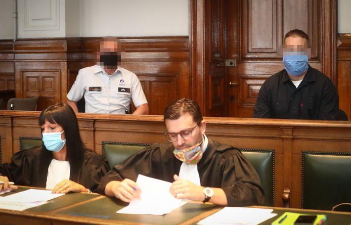 Lonnie M. (rechtsboven) tijdens de samenstelling van de jury vorige week.