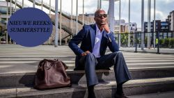 """NIEUWE REEKS: De summerstyle van topmodel Bruce Darnell (63): """"Er hangen meer dan 1.000 jeansbroeken in mijn kast die ik nog nooit heb gedragen"""""""