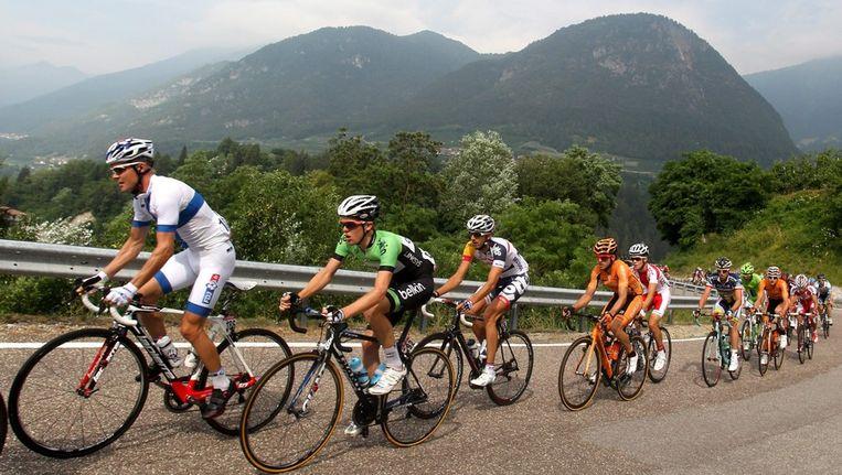 Steven Kruijswijk (tweede van links), eerder in de Ronde van Polen. Beeld epa