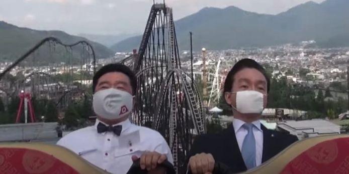 Twee bazen van pretpark Fuji-Q zitten het ritje uit zonder een kik te geven.
