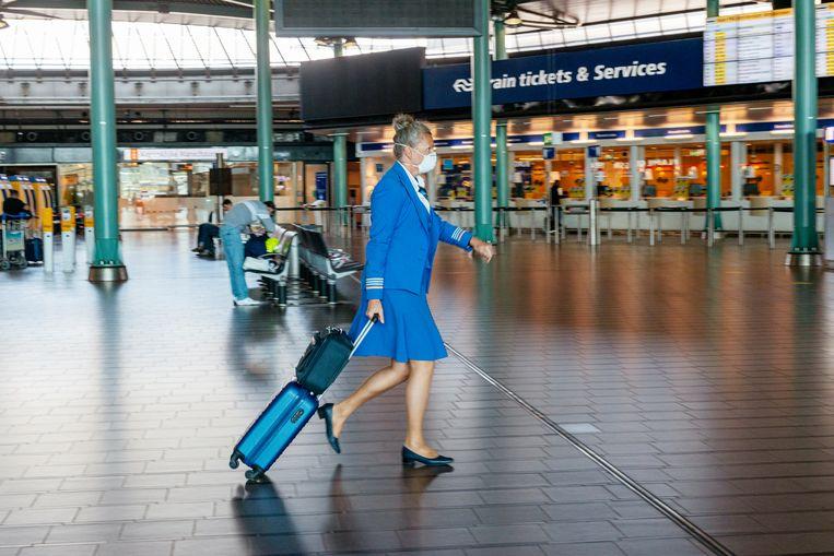 In vakantiemaand juli ontving Schiphol 80 procent minder reizigers dan in juli 2019, wat genoemd wordt als een van de belangrijkste redenen van de economische krimp van de regio Haarlemmermeer.  Beeld Sabine Joosten / ANP