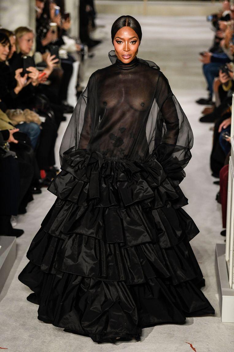Naomi Campbell in een creatie van Valentino, Parijs 2019. Beeld Photo News