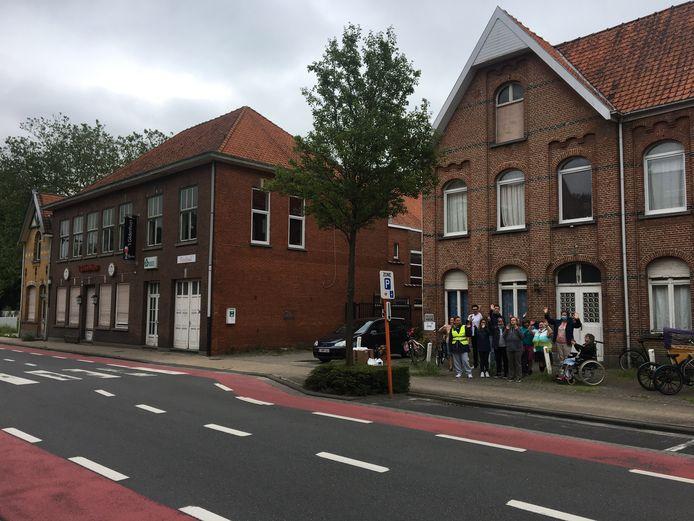 De site Gildenhuis krijgt een nieuwe toekomst. De Vlotter krijgt er een nieuw centrum en er komen ook woningen voor mensen met een verstandelijke beperking. De cliënten en begeleiders van De Vlotter gingen alvast een kijkje nemen en zijn héél blij.
