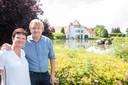 Michel Westelinck en Carine Vandaele laten hun gasten kiezen tussen een zachte of hardere matras.