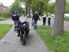 Motor klapt op afdraaiende auto in Zeeland