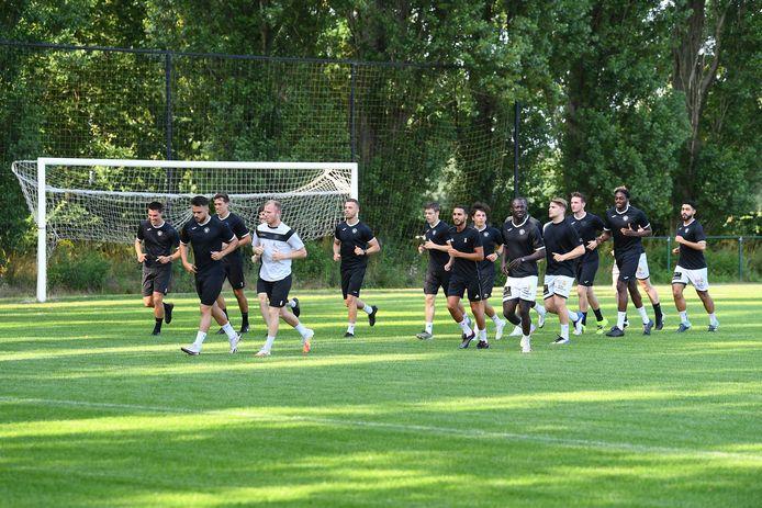 Op Cobos Copado na was de voltallige spelerskern aanwezig op de eerste training.