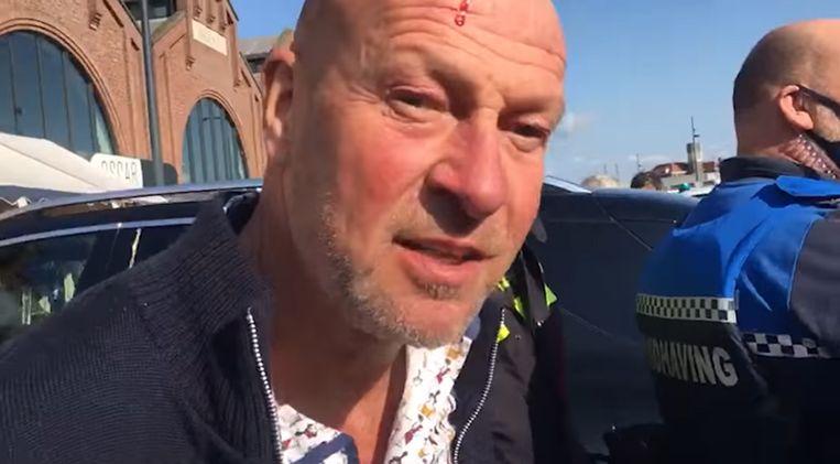 Horecaondernemer en tv-kok René Pluijm tijdens zijn aanhouding op 17 april. Zijn zaak in IJmuiden moest dicht omdat hij zich niet aan de coronaregels hield. Beeld Facebook René Pluijm