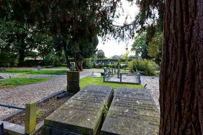 De begraafplaats uit 1866 in Rossum verandert stap voor stap in een park.