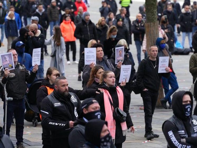 Honderden demonstreren tegen pedofilie op Jaarbeursplein
