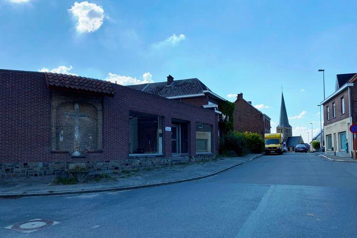 Op de plek van de oude toonzaal op de hoek van Hoogstraat en Sint-Hubertusweg in Erondegem wil men een verkaveling realiseren.