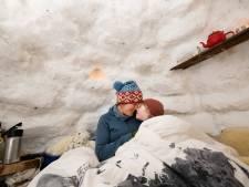 Apeldoornse 'eskimo's' trotseren vrieskou in zelfgemaakte iglo: 'We slapen altijd buiten'