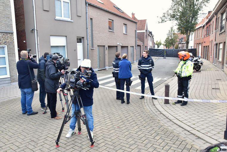 Pers en publiek werden op ruime afstand gehouden tijdens het Wevelgemse luik van de reconstructie.