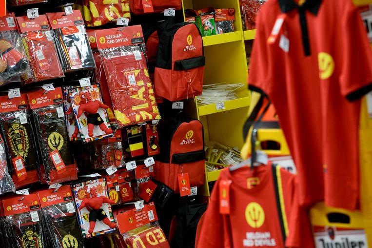 Het officiële Rode Duivels-hoekje in de Carrefour in Brussel. Beeld BELGA