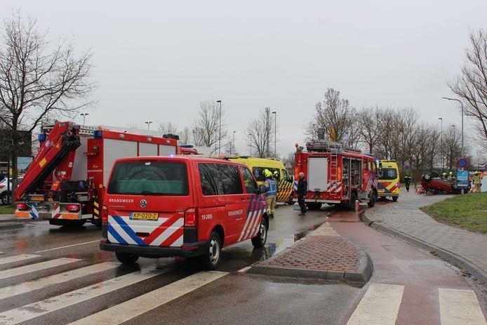 Bij een ernstig ongeval aan de Grevelingenstraat in Zierikzee is de bestuurder zwaargewond geraakt.