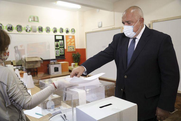 Premier Bojko Borisov brengt zijn stem uit. Beeld AFP