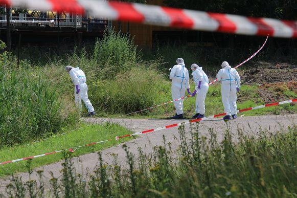 De politie doet onderzoek naar aanleiding van de vondst van een stoffelijk overschot in Westdorpe.