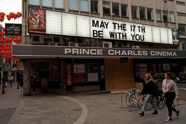 De Prince Charles-bioscoop in Londen blijft voorlopig dicht.  Beeld AFP