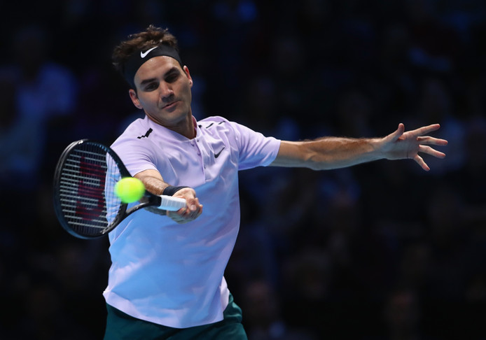 Roger Federer in actie tegen Jack Sock.