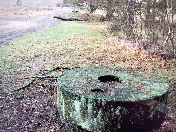 Vorige maand lag de molensteen nog nabij het Belversven....