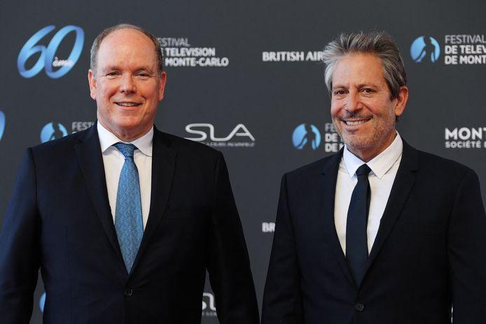 Le prince Albert II de Monaco et le producteur et scénariste américain Darren Star, récompensé par une Nymphe d'Honneur.