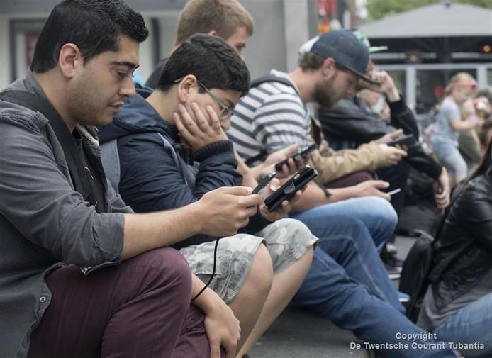 Op het Pokémon festival in het centrum van Hengelo kwamen afgelopen zaterdag honderden gamers af