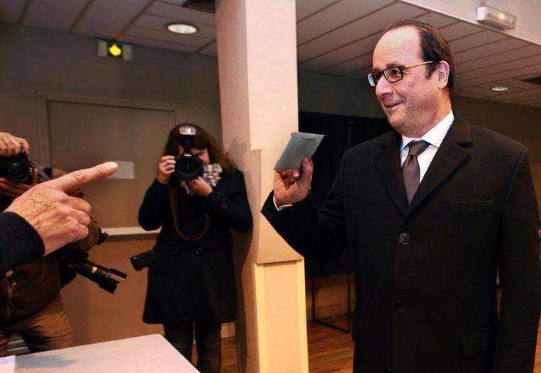 President Francios Hollande op het stembureau. Beeld ap