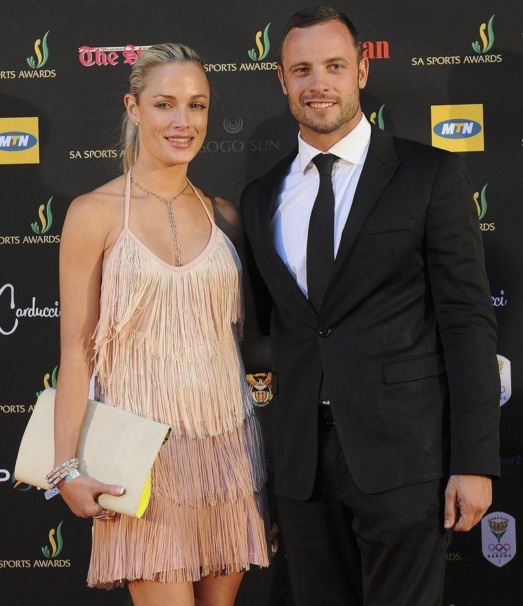 Pistorius met zijn vriendin in november 2012. Beeld epa