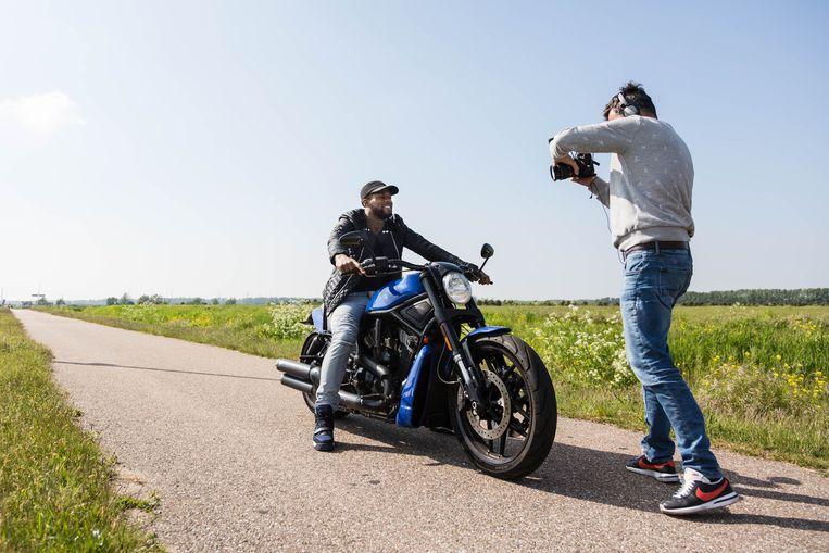 Jeremain Lens wordt in zijn vrije tijd gefilmd voor 90/24 Sports. Beeld RV