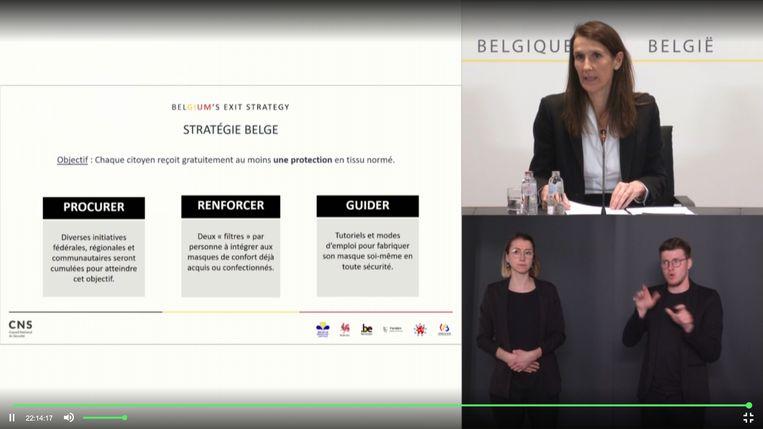 Premier Wilmès met de befaamde powerpointpresentatie.  Beeld BELGA