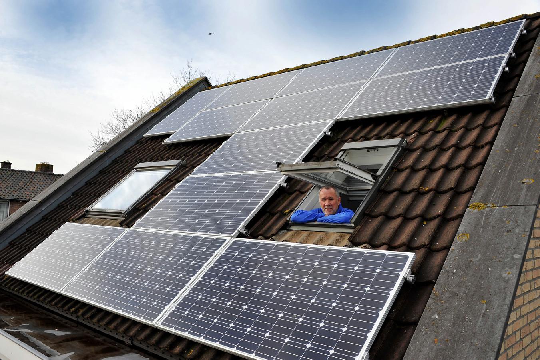Een huis met zonnepanelen in Dordrecht.