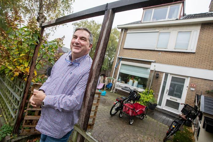"""Willem van der Steen bij zijn gezinshuis Mi Casa, Su Casa: ,,We hebben het niet over een auto, maar over een kind. Iemand van vlees en bloed."""""""
