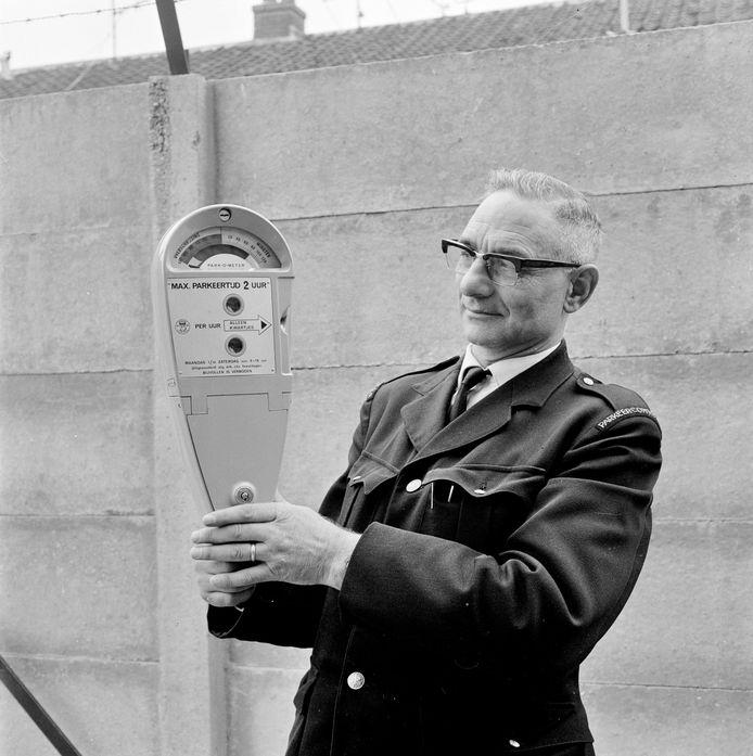 Parkeercontroleur in 1967.